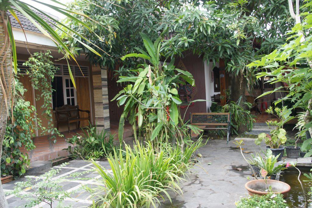 Cours dans la Guest House en plein coeur du centre historique de YOGYAKARTA