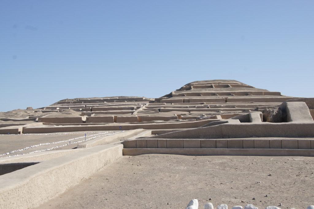 Pyramides de CAHUACHI pendant le circuit autour de Nazca