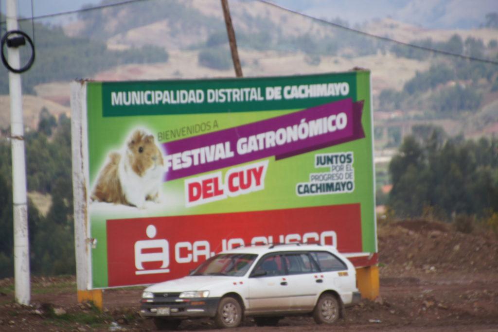 Affiche sur une route près d'Arequipa lors du CIRCUIT PEROU 15 JOURS