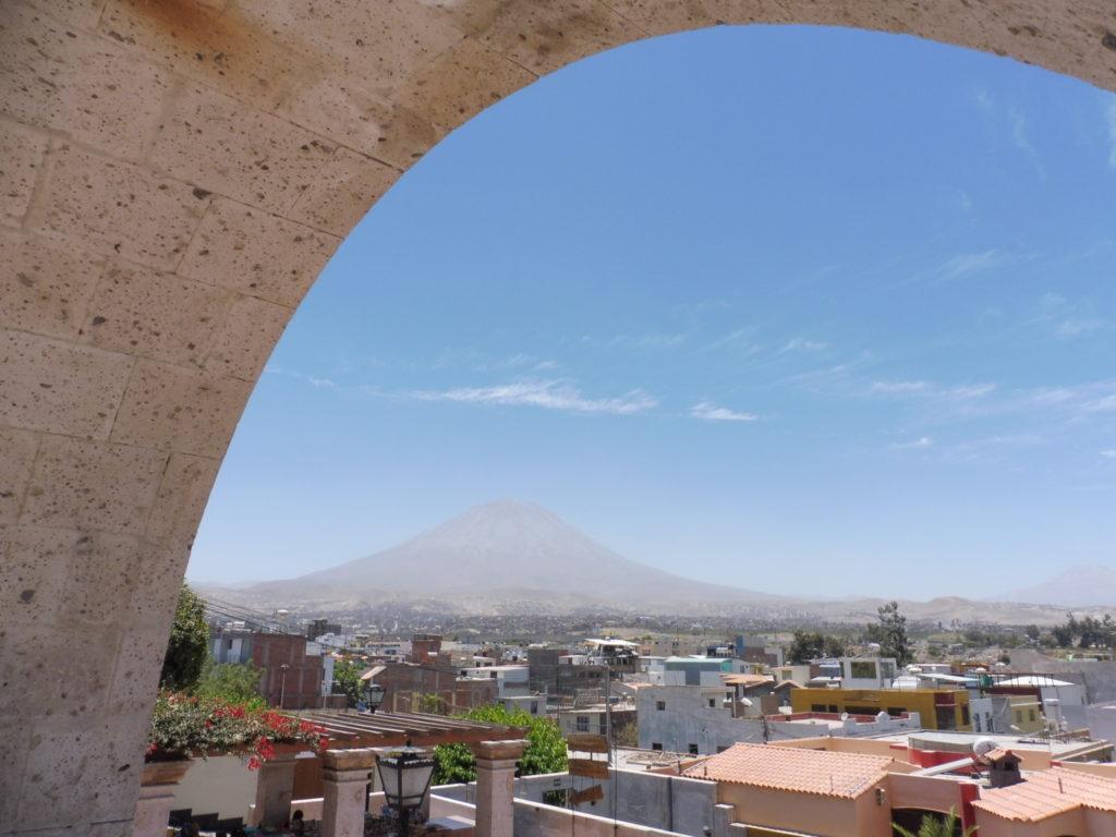 Vue du mirador de YANAHUARA AU PROGRAMME DE VISITE AREQUIPA