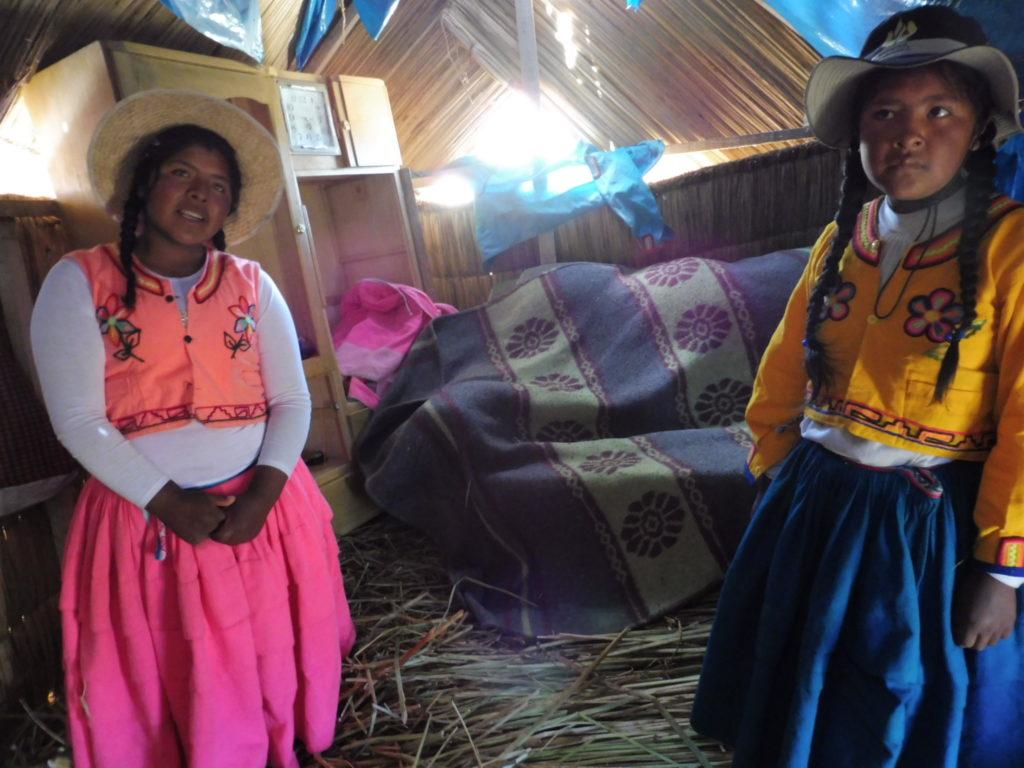 Visite d'une habitation Chez l'habitant ILE UROS sur le LAC TITICACA AU PEROU