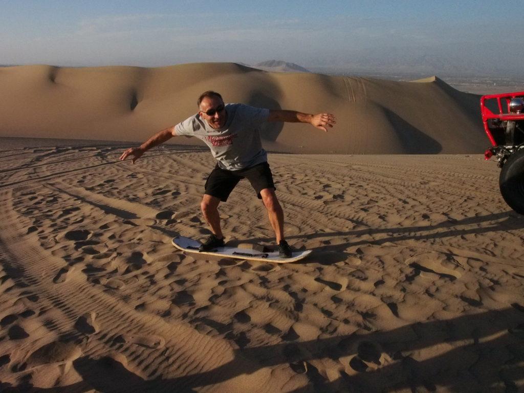 SURF DANS LES DUNES DU DESERT DE HUACACHINA