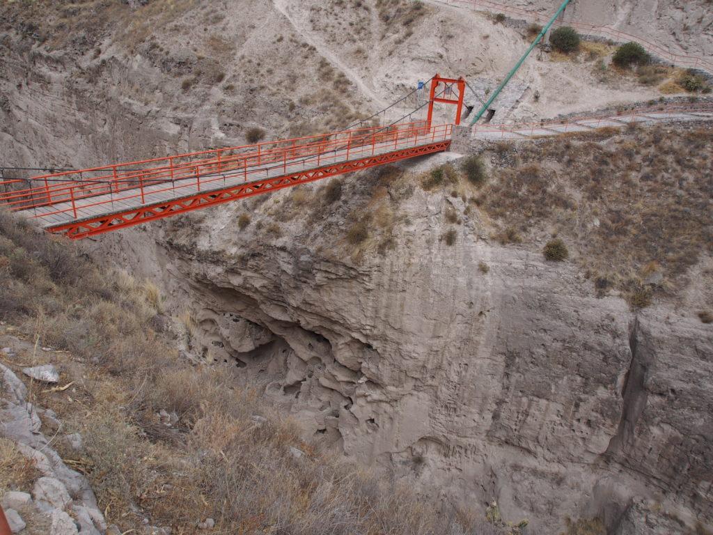 Pont au dessus du CANYON DE COLCA