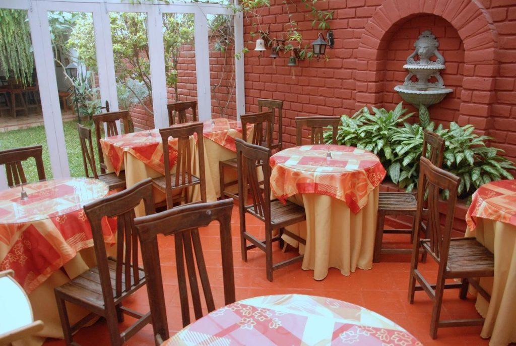 Patio de l'hôtel Residential Carlos à LIMA au PEROU