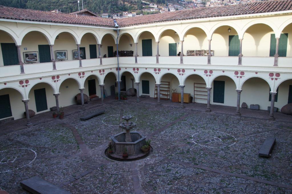 Petite place découverte dans le centre de CUZCO