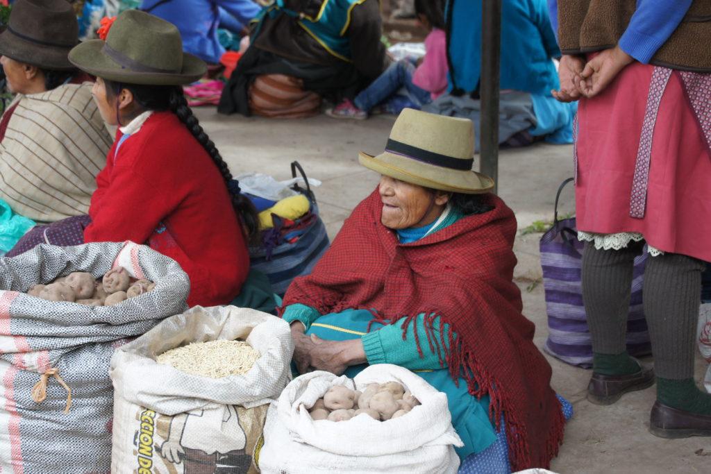 Femmes marchandes dans le marché de Cusco au Pérou