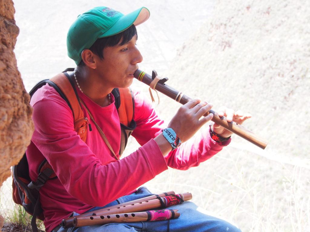 Visiter Pisac voici un joueur de flûte de paon sur le site