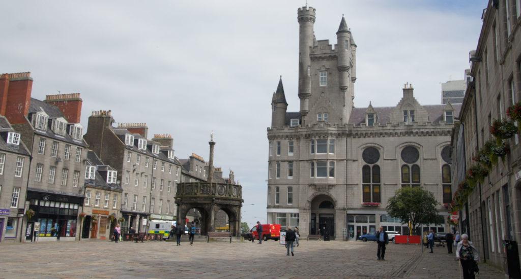 Centre d'Aberdeen et les châteaux des Monts Grampians