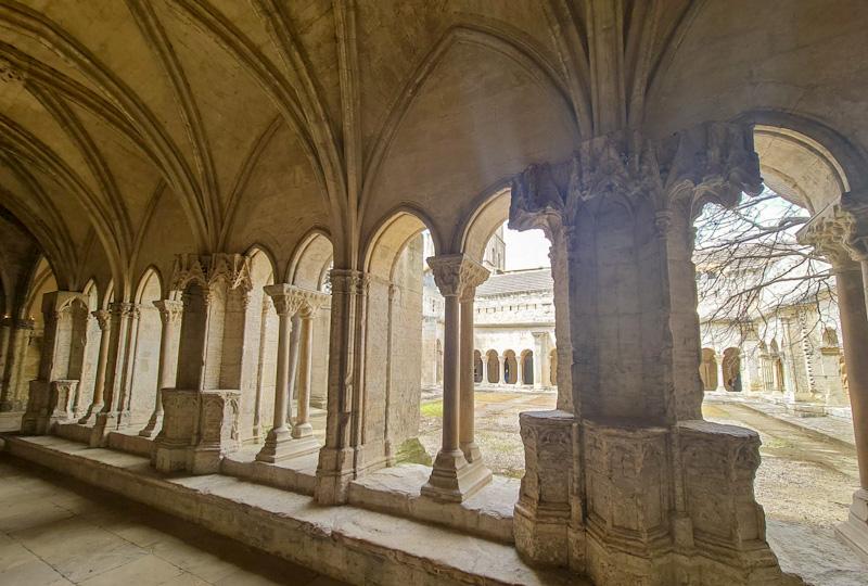 Cathédrale et Cloître Saint-Trophime dans mon itinéraire pour visiter Arles à pied