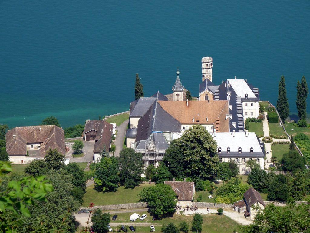 CIRCUIT TOURISTIQUE LES ALPES EN 1 SEMAINE ETAPE Abbaye d'Hautecombe