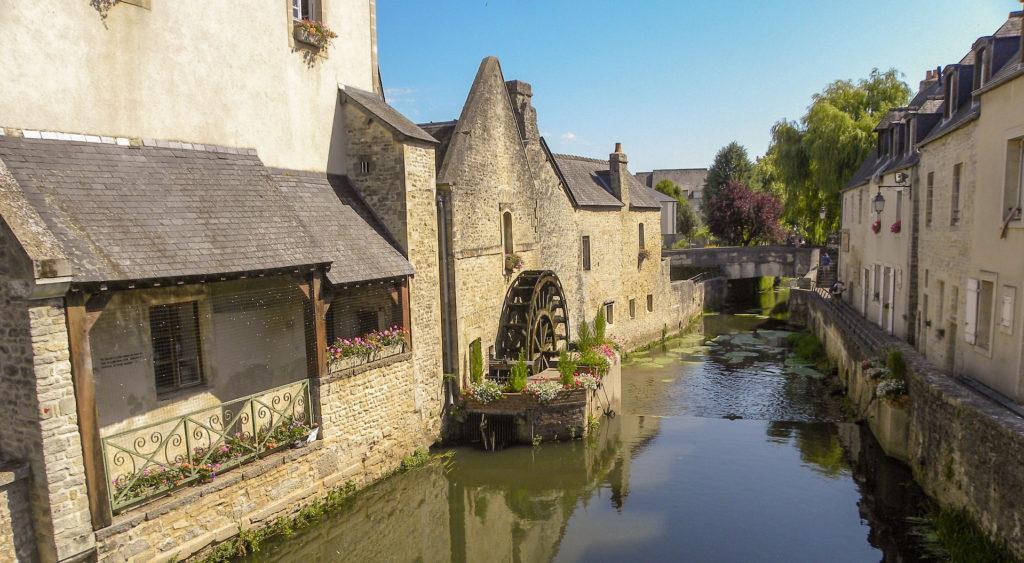 BAYEUX pour l'itinéraire en voiture de la Normandie à la Bretagne