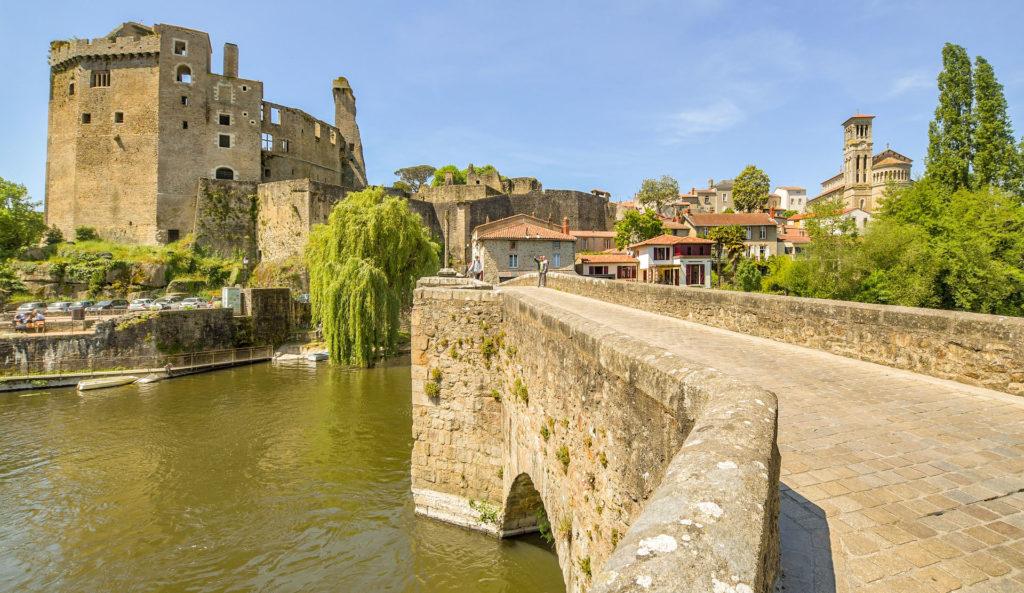 Circuit 4 jours en Bretagne sur la route des Châteaux de Loire Atlantique comme le chateau de clisson