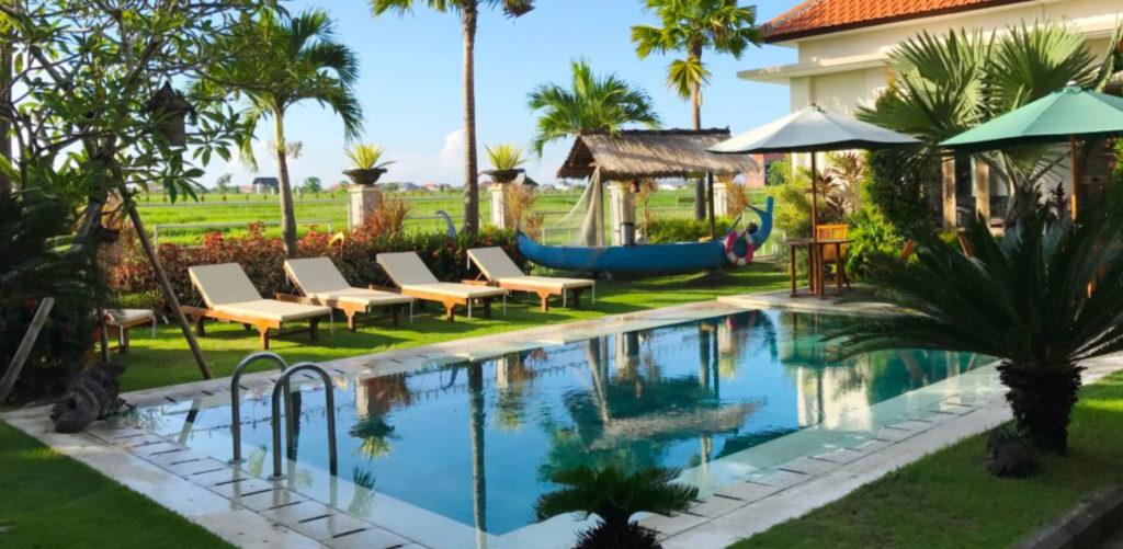 HOTEL PAS CHER A CANGGU sa piscine