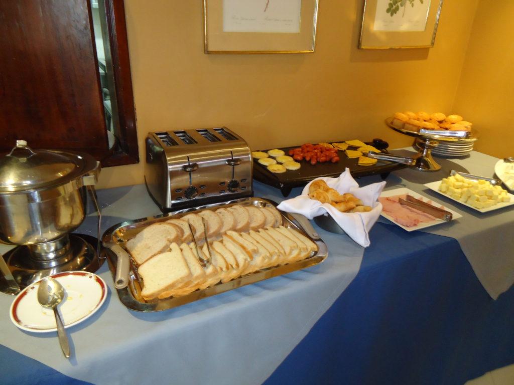 HOTEL PAS CHER BOGOTA - buffet petit déjeuner Hôtel Saint Simon
