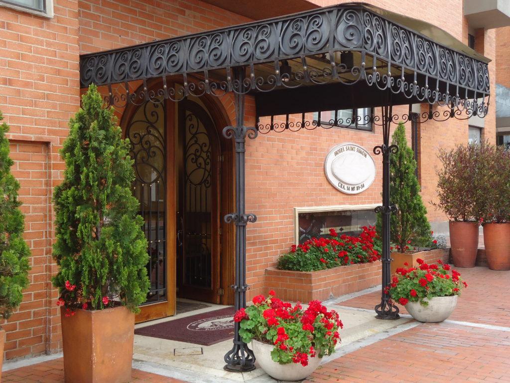 Entrée de l'hôtel Saint Simon faisant partie de ma sélection d'HOTEL PAS CHER BOGOTA