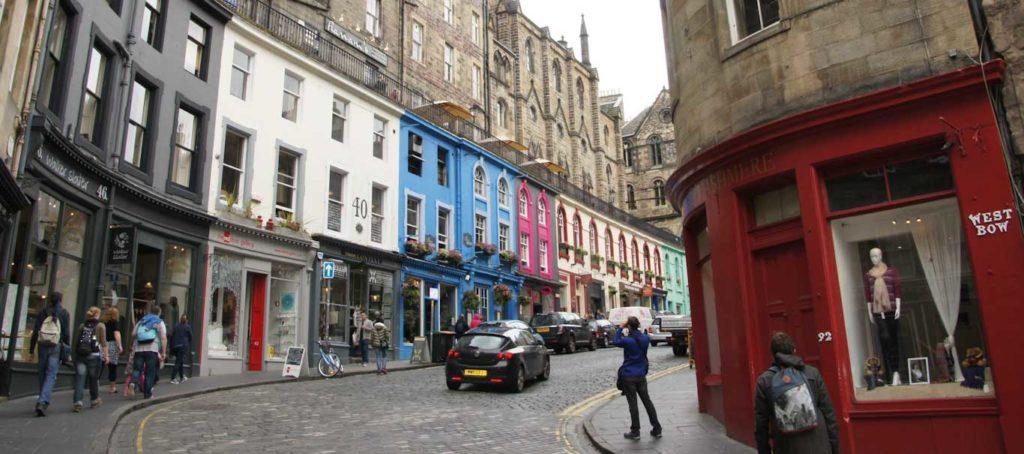Victoria Street un des incontournables d'Edimbourg