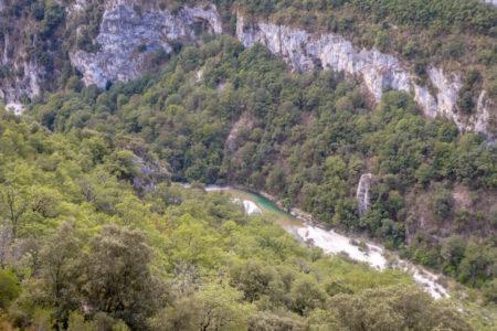Route de la corniche sublime sur la rive gauche du verdon