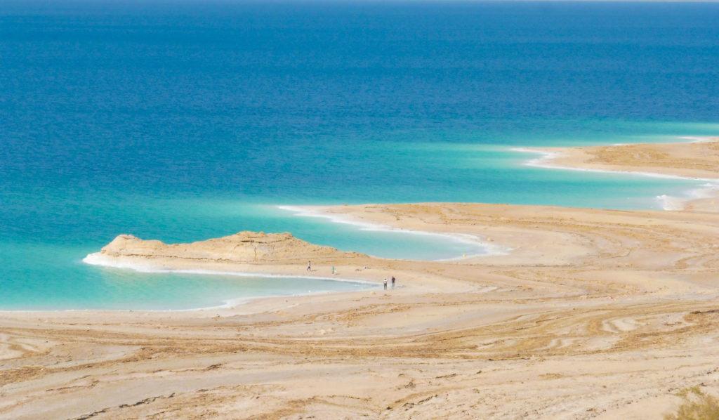 paysages de la mer morte avec ses plages désertes