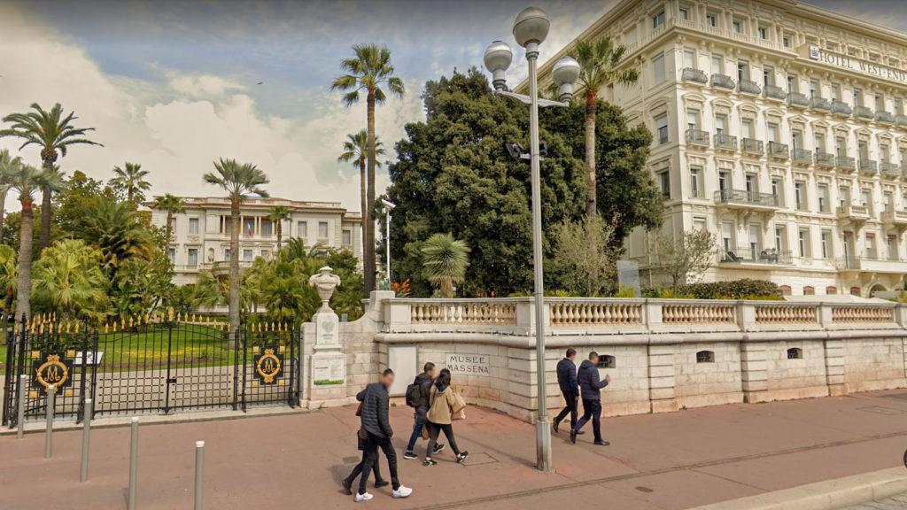 Meilleur hôtel acceptant les chiens à Nice pour les petits budgets SUR LA PROMENADE DES ANGLAIS