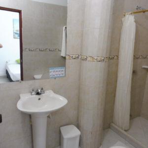Salle de bain dans HOTEL PAS CHER SANTA MARTA