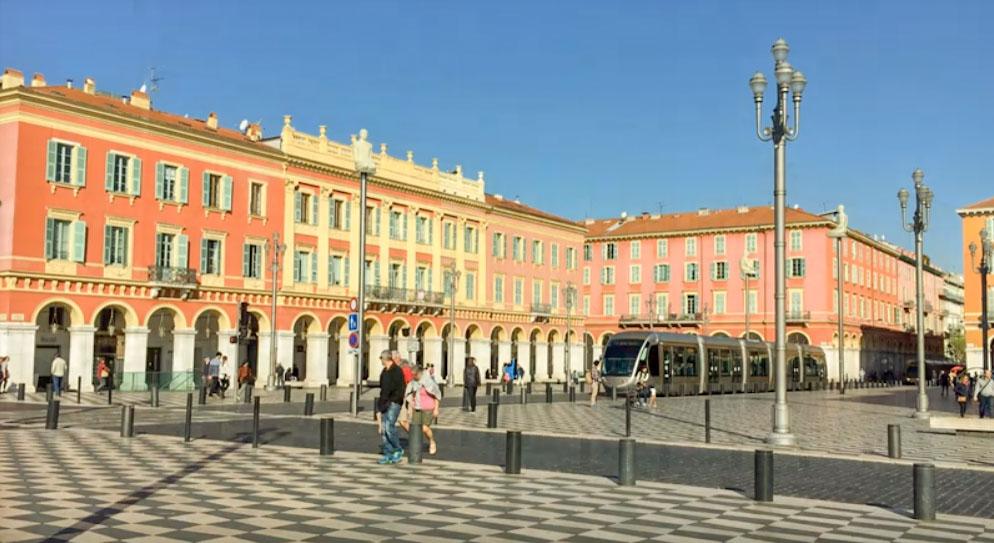 Nice pour votre séjour en Provence côte d'Azur visite de la place MASSENA
