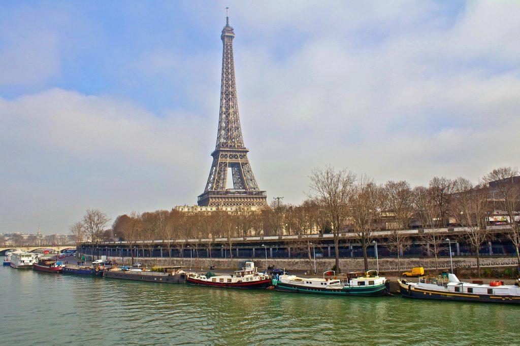 Visiter Paris dans mon road trip en France en Camping  car