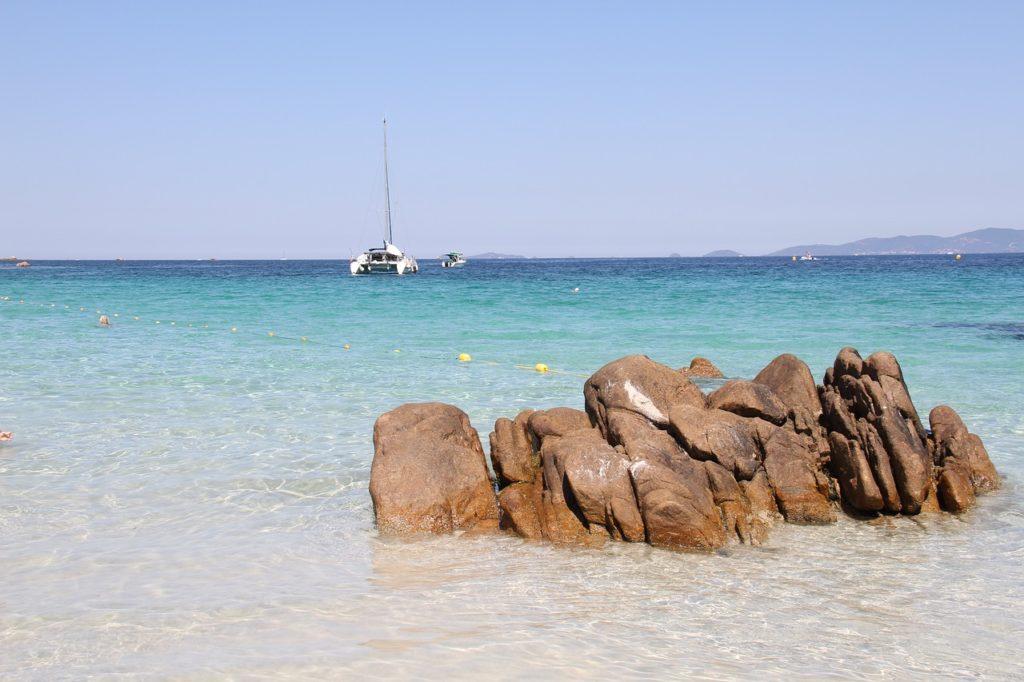 Plage iles lavezzi plus belles de Corse du Sud