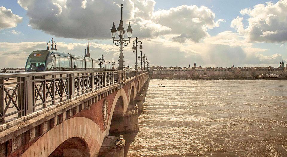 Pont de Pierre étape dans l'itinéraire Bordeaux en 2 jours