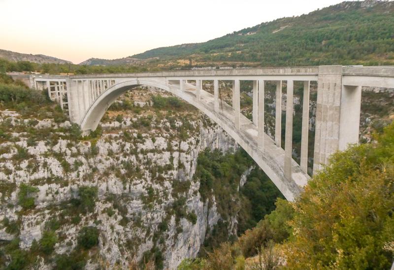 Pont de l'Artuby sur la rive gauche des Gorges du Verdon