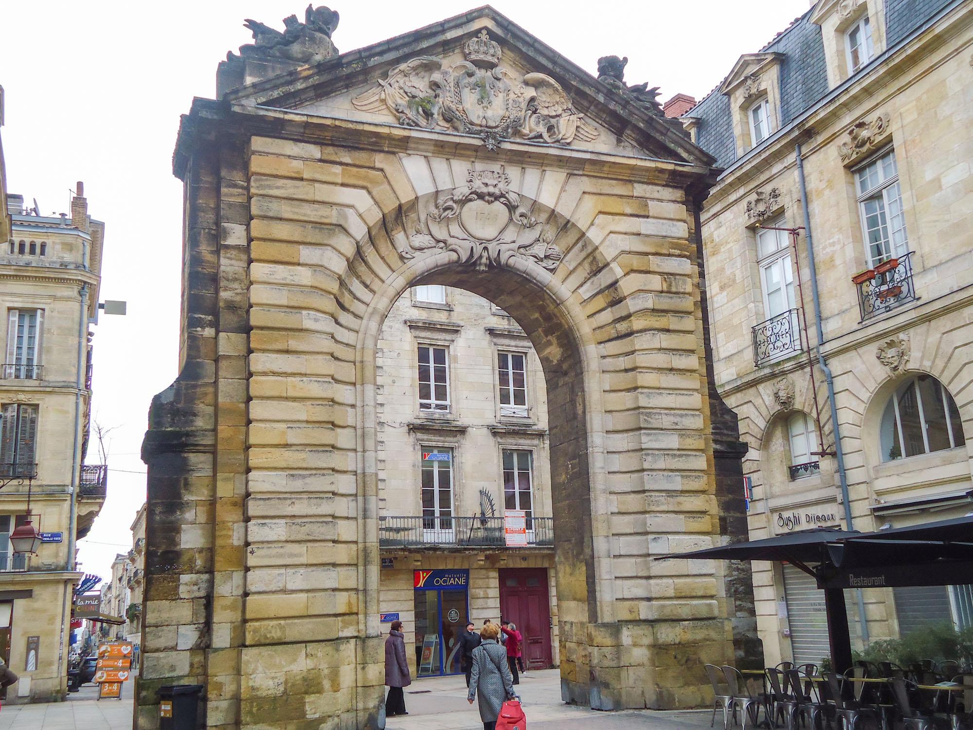 Etape de ma visite Bordeaux en 1 jour la Porte Dijeaux