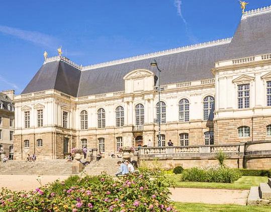 Autre étape incontournable d'un city tour de Rennes : le Parlement de Bretagne
