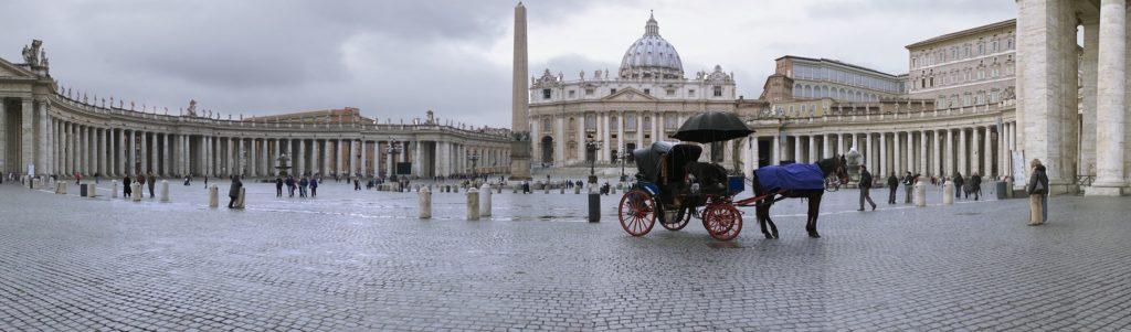 PLACE SAINT PIERRE VATICAN ROME
