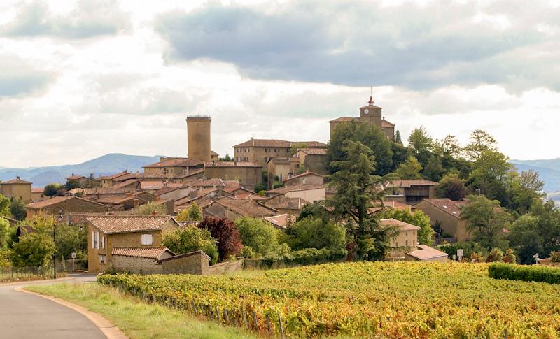 Circuit touristique sur la route des vins du Beaujolais étape à OINGT