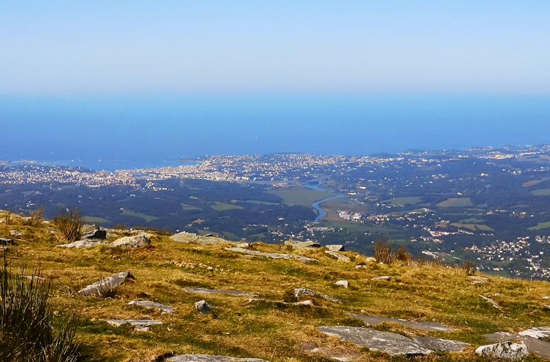 Vue du haut de la Rhune sur la Côte Basque