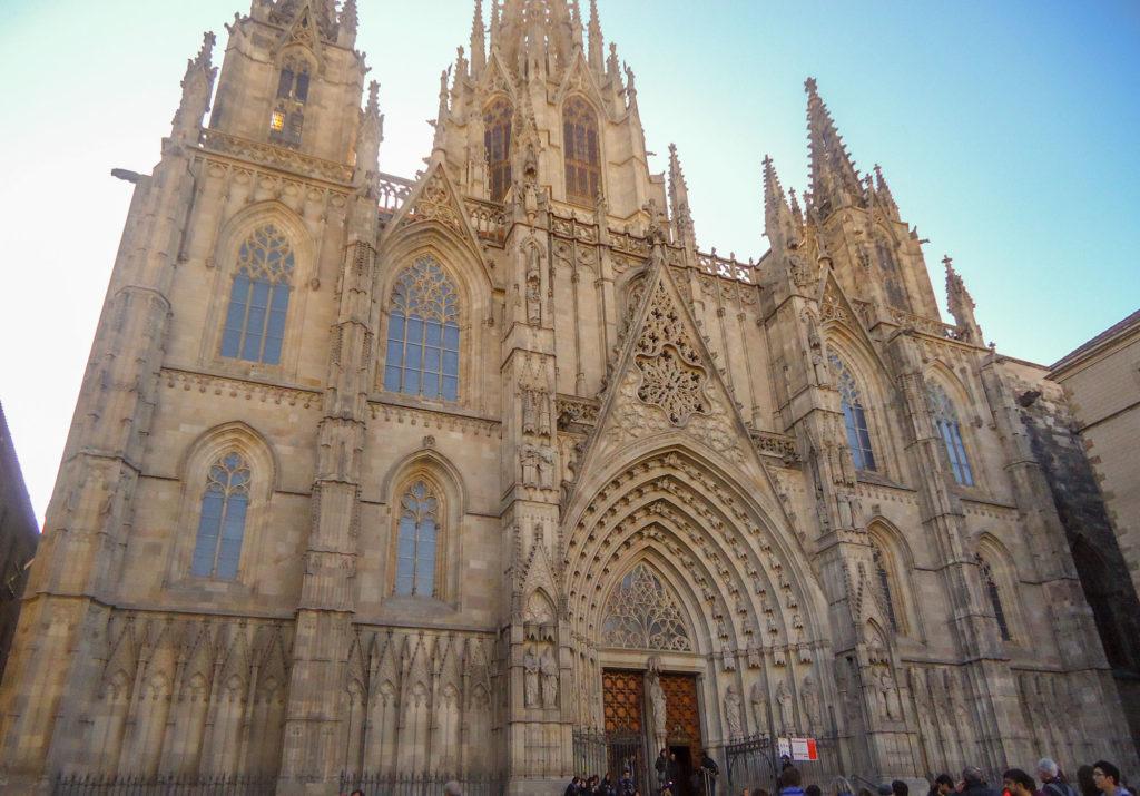 Pla de la Seu pour arriver à la Cathédrale de Barcelone