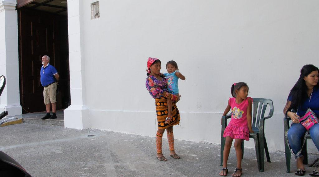 Kunas dans les rues de Panama city