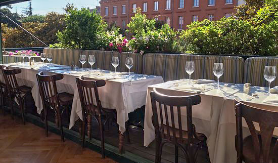 Blog for France - Terrasse du restaurant Eau de Folles
