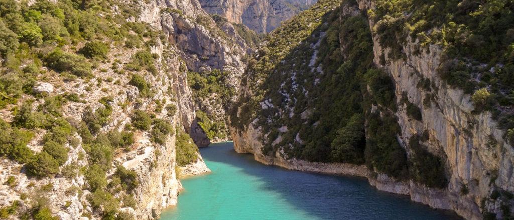 Route des gorges du verdon dans l'itinéraire Sud de la France en voiture