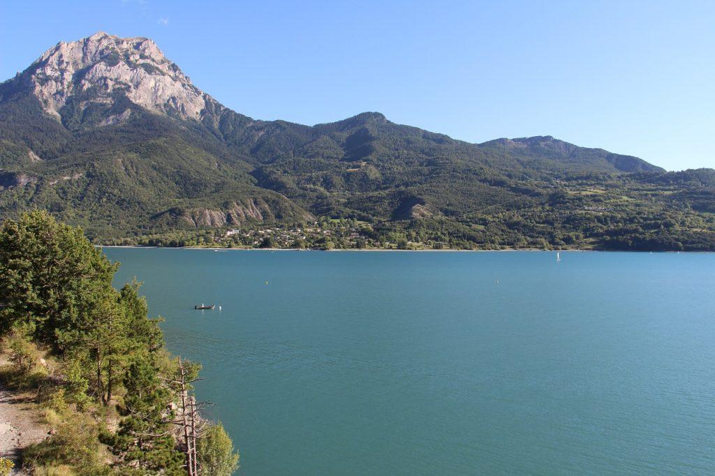 lac près de Briancon dans les alpes pour la fin de mon circuit touristique