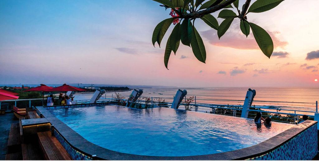 Vue de la piscine dans HOTEL PAS CHER KUTA