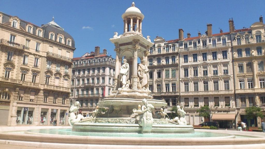 Une des plus belles places de Lyon, la Place des Jacobins