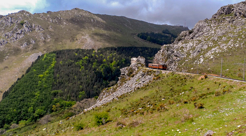 Arrière Pays Basque -par Ascain Train de La Rhune