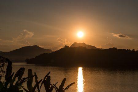 Quelle agence, quel guide local francophone pour mon circuit au Laos avec liens pour contact