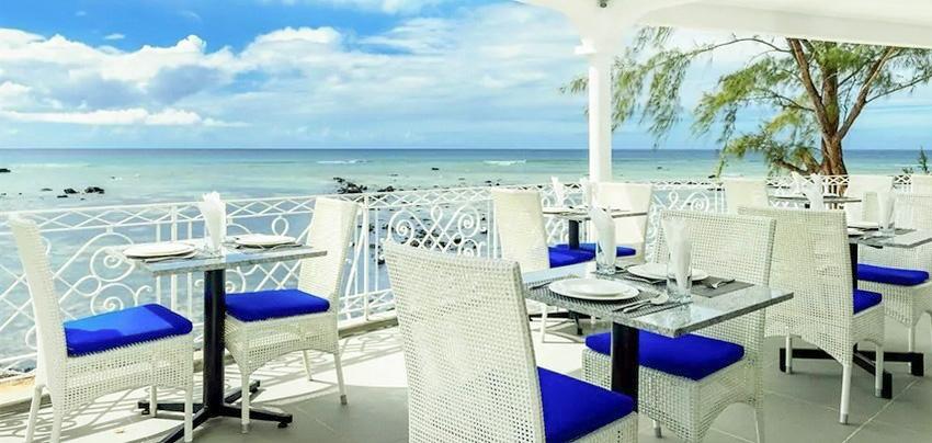 Terrasse de l'hôtel Voile bleue faisant partie des HOTELS PAS CHERS ILE MAURICE